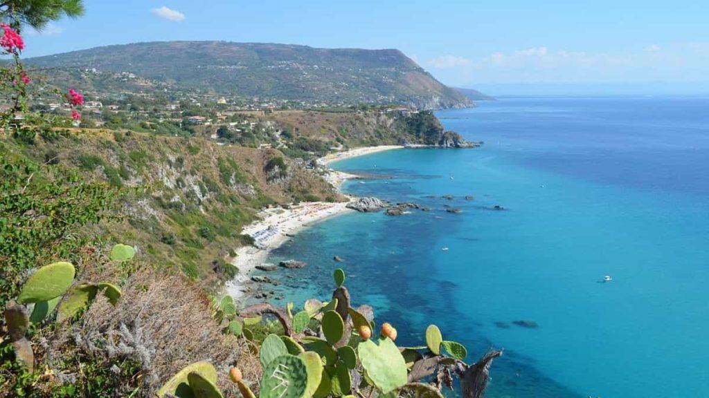 Il tuo viaggio di gruppo per single in Italia: tra le mete più gettonate spicca la Costa degli Dei